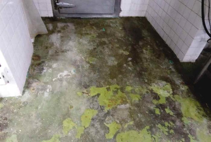 ゴルフ場厨房床 エポキシ樹脂塗り床改修工事_05